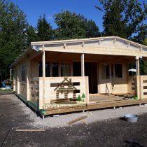 Chalet en bois de 39m² + sa terrasse couverte de 14m² en madriers massifs de 44mm