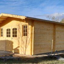 Abri 9-137 de 16.54m²/ 13.76m² en madriers massifs de 42mm avec sa Couverture toiture en feutre bitumé