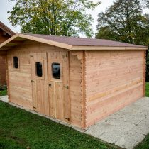 Abri 9-131 en bois douglas de 23m²/18.24 m² en madriers de 28mm avec sa couverture toiture