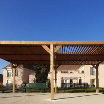 Pergola 9-45 en Bois d'Épicéa Traité THT avec sa Couverture en Ventelles Mobiles de 20 m²