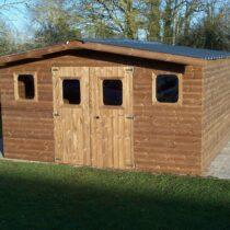 Abri de 19,69m2 avec le toit double pente bac acier avec bois traité en THT