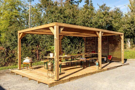 Pergola 9-46 en Bois d'Épicéa Traité THT avec sa Couverture en Ventelles Mobiles de 20 m² + 1 ventelle sur 1 côté