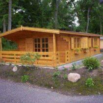 Chalet 50-44 de 50m²avec sa terrasse en madriers massifs de 44mm avec sa couverture toiture et son plancher