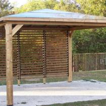 Pergola 5 de 12m² en bois THT sans paroi avec 1 ventelle orientable.