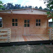 Chalet 29-68 en bois de 29.5m² en madriers massifs de 68mm avec sa couverture toiture et son plancher