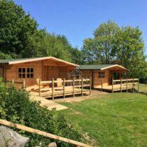 Chalet 36-44 en bois de 36m² en madriers massifs de 44mm avec sa couverture toiture et son plancher