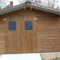 Abri 51 de jardin en THT de 19 mm de 10.33m²/7.04 m²+ couverture en bac acier + kit de soubassement inclus