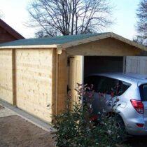 Garage 10 en bois de 24m² en madriers massifs de 60mm avec sa couverture toiture en feutre bitumé